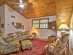 This Berkeley Springs cabin has room for 2.