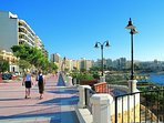 5 minute walk to promenade
