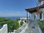 Casa JASMINE:- L'accesso  alla casa ed alla terrazza panoramica.