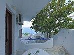 Villa VIOLA:- La veranda privata e panoramica della Villa VIOLA con fornello a gas e lavatoio.
