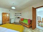 Villa VIOLA:- Accesso al soggiorno trasformabile.