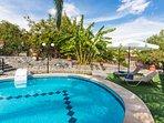Stimulating pool surroundings.. enjoy the Cretan sun!