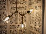 Detalle de la lámpara del dormitorio