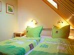 Schlafzimmer mit Doppelbett 180x200.