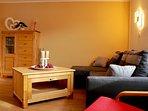 Wohnzimmer mit gemütlicher Sitzecke.