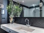 suite 1, detail 2 of bathroom