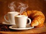 Productos para desayuno de regalo: cápsulas de café, leche, zumo, agua, bollería...