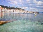 El pueblo marinero de Raxó tiene 5 playas de arena fina y aguas tranquilas ideales para niños