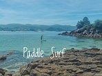 Las tranquilas aguas de Raxó son ideales para practicar paddle surf