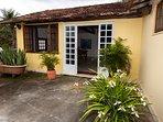 Chalé Solar para até 04 pessoas. A hospedagem inclui café da manhã com padaria artesanal e orgânica.