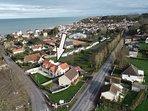 PHOTO aérienne de la villa La mer toute proche Le tennis club et le village à 2 pas  de la villa