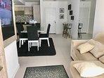 Sofa reclinável, ar condicionado frio e quente, canais pagos e internet 60 mb