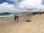 Situado na Praia dos Ingleses, a mais bela de Floripa. Uma quadra da areia.