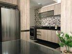 ar condicionado em todos os cômodos, inclusive sala, cozinha e área de serviço