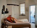Im Private-Spa gibt es neben den beiden Doppelbetten im Haus ebenso ein romantisches Doppelbett.