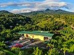 Casa de campo linda vista lodge  con  vista a la reserva  bosque eterno de los niños