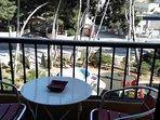 balkon met uitzicht op de prachtige gemeenschappelijke tuin