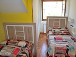 Habitación doble con baño:2 camas individuales de 90 cms