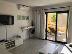 Lounge,aircon. through to patio