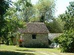 L'ancienne forge est devenu garage à vélos au domaine de Geneviève des vignes ,location en Périgord