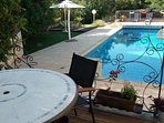 LE MAZET  Terrasse vue piscine chauffée.