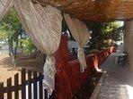 Terrazzo e angolo colazione con vista pineta