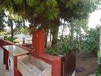 Terrazzo: angolo lavanderia e secondo accesso pineta