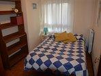Dormitorio 1 con cama de 135 cm.