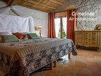La chambre du chis : son lit en King Size en 180x200