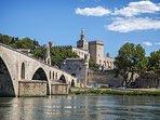 Avignon et son Festival d'Avignon de Théâtre tous les ans au mois  de juillet.