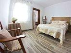 panorámica habitación principal con baño suite