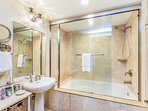 G101 2nd Master Bath with 2nd Jacuzzi Tub