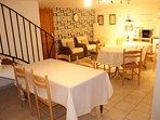 Rez de Piscine : salon et cuisine d'été