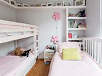 Bedroom 5: The garden room with bunk beds + day bed