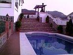 Esterior de la Casa con Piscina, Terraza y Barbacoa