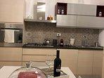 cucina completa dotata di frigo,forno elettrico e lavastoviglie