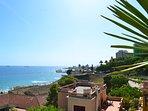 Terraza con vistas al mar (playa del Milagro y Anfiteatro Romano).