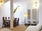 dining area, salon