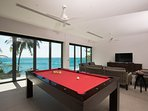 Villa Sunyata - Loft Living Room with Pool Table