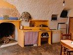 Cocina, salón en cueva para movilidad reducida