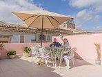 La accogliente e soleggiata terrazza che si affaccia sul centro storico di Palazzolo Acreide
