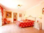 Dormitorio Suite con Jacuzzi y cáma extra grande de 2x2 m