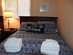 Full bed - hybrid mattress.  Both supportive and comfortable.