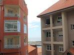 Desde el salón y el dormitorio principal  se puede ver el mar