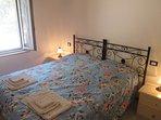 camera da letto matrimoniale appartamento 2
