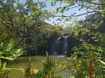 Cascade et baignade sur les chemins de randonnée qui partent du Gîte