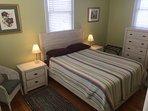 Queen bedroom - penthouse