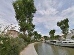 Devant la Villa Sainte Marie, le canal de la Robine classé au patrimoine mondial de l'Unesco...