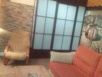 Salón con sofá cama en planta baja