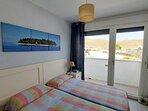 Dormitorio segundo con balcon